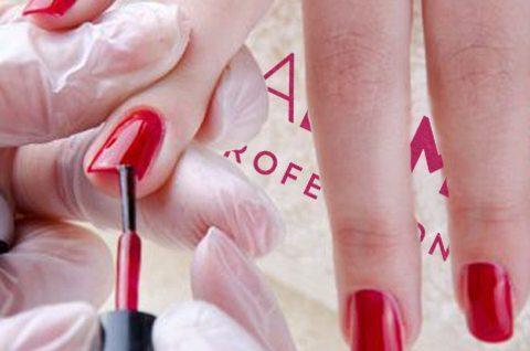applicazione gel polish colorato